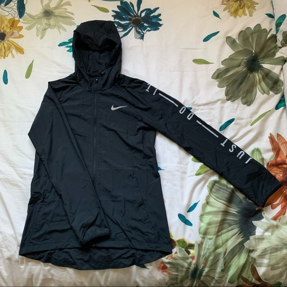 0476e8e385 Nike Jackets & Coats | Essential Water Resistant Running Jacket ...